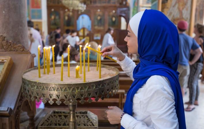 contoh kerukunan umat seagama