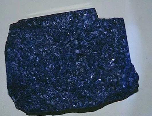 Jenis batuan beku berdasarkan tempat pembentukannya