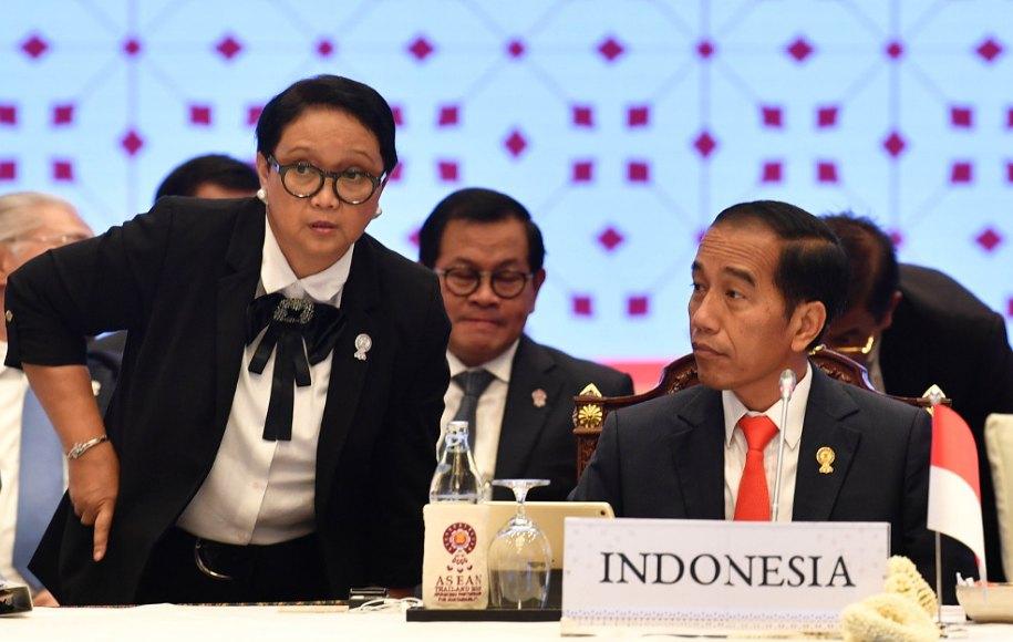 Landasan Konstitusional politik luar negeri indonesia