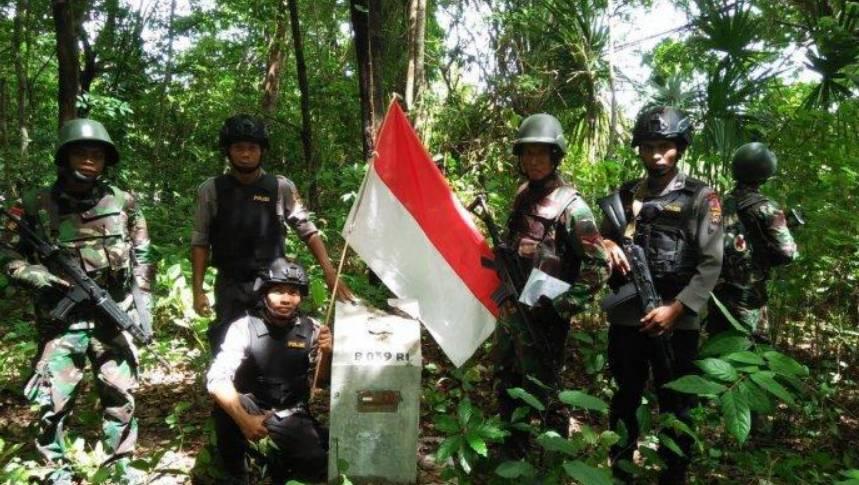Menjaga perbatasan negara Indonesia