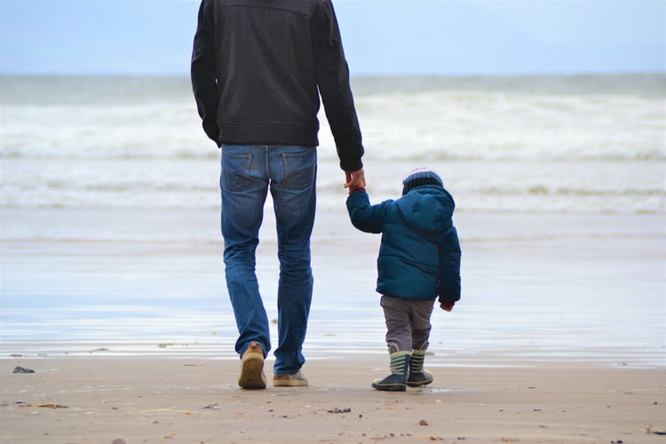 Contoh Sikap Demokrasi di Lingkungan Keluarga Menghargai ayah sebagai kepala keluarga