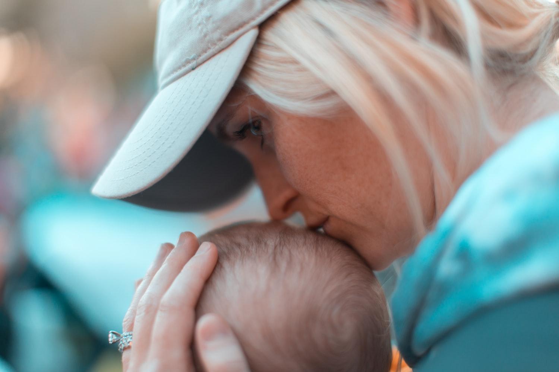 Contoh Sikap Demokrasi di Lingkungan Keluarga Saling menghormati dan menyayangi