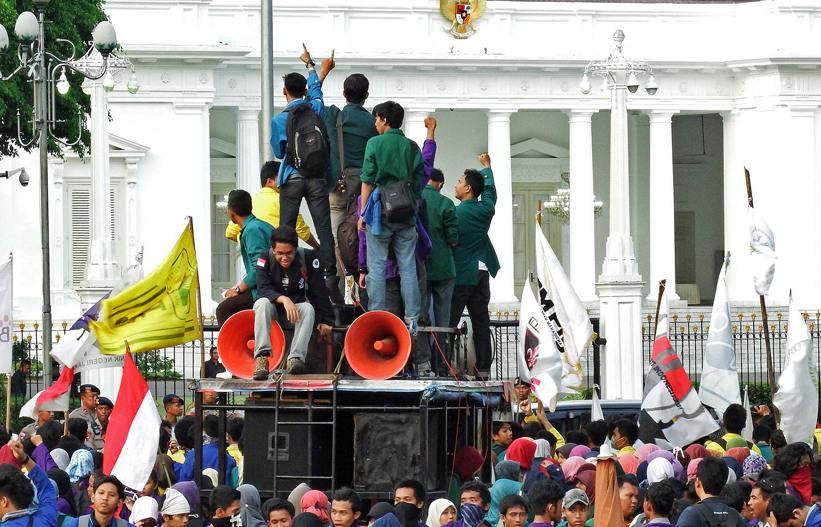 Faktor Pengaruh Partisipasi Masyarakat dalam Sistem Politik
