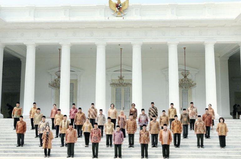 Kabinet dan pejabat yang berkaitan dipilih oleh presiden