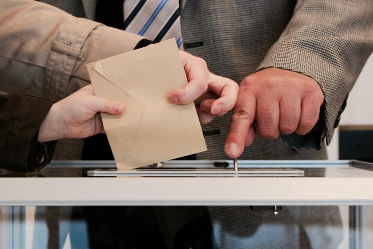 Konsep Utama Demokrasi Konstitusional Melakukan pemilihan berkala