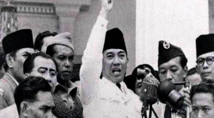 ciri demokrasi terpimpin Menonjolkan presiden sebagai penguasa tertinggi