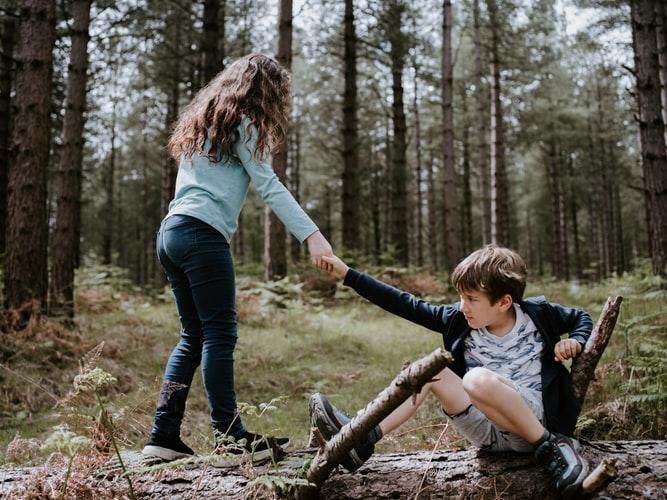 contoh sikap cinta tanah air Berbuat baik kepada orang lain