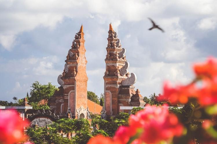 contoh sikap cinta tanah air Melestarikan budaya Indonesia