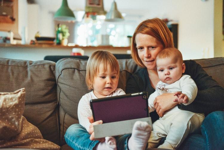 contoh sikap tanggung jawab Mematuhi peraturan dalam keluarga