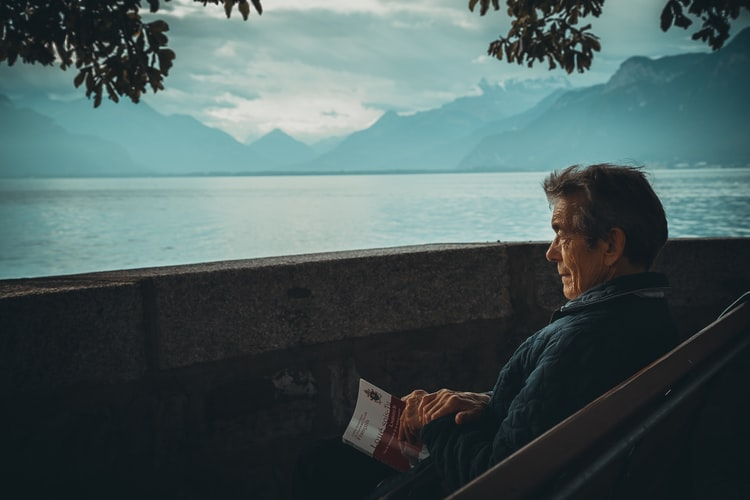 contoh sikap tanggung jawab Mendengarkan nasihat orang tua dan anggota yang lebih tua