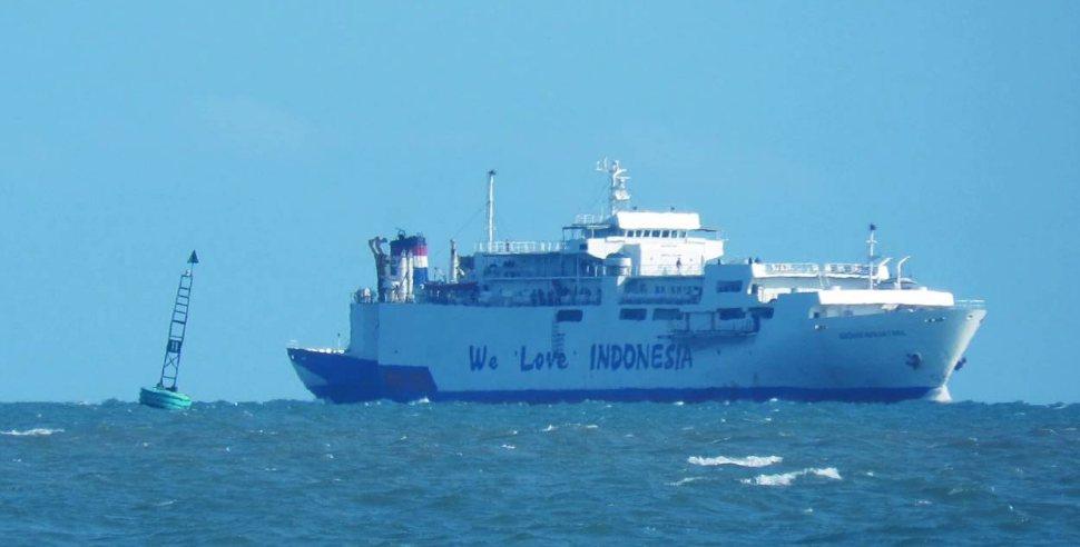 contoh wilayah ekstrateritorial Kapal Indonesia yang berada di laut lepas