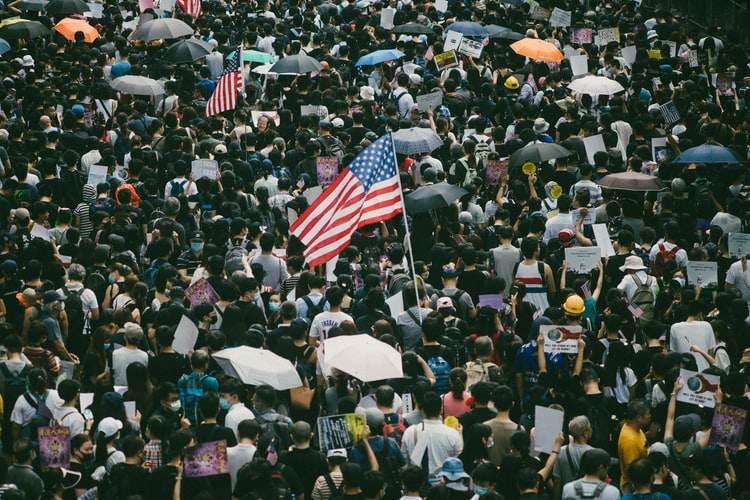 demerits demokrasi konstitusional Semua individu bisa melakukan klaim apa saja pada hak dan kewajiban